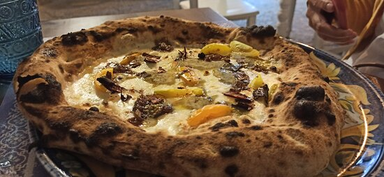 Chiomonte, Italia: pizza Petra