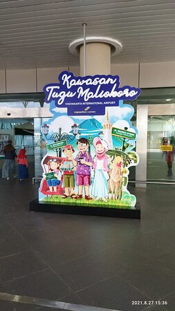 Kawasan Tugu Malioboro YIA memiliki 20 vendors lokal seperti Kula Gift Store, Kopi Kedjora Ivan Gunawan, Cangkingan Store dan lain-lain.