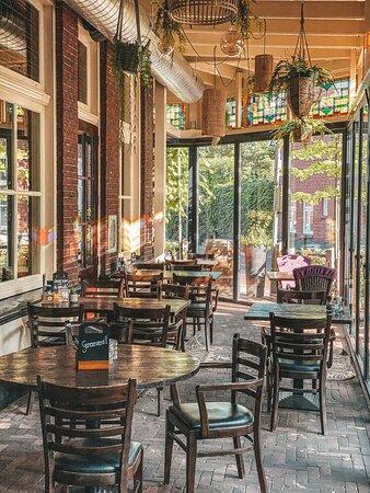 """Veranda bij Sprakel! Nu met glaswand, onder de veranda kun je nu ook bij minder mooi weer warm en droog zitten. De wand kan flexibel open of dicht, zodat je altijd kunt genieten van """"het terras""""."""