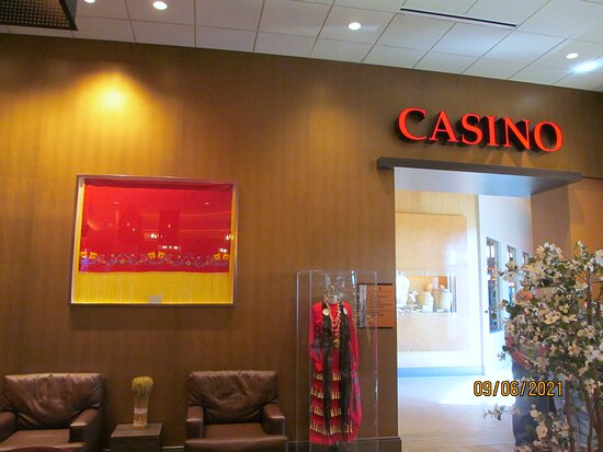 The entrance to the casino from the hotel.
