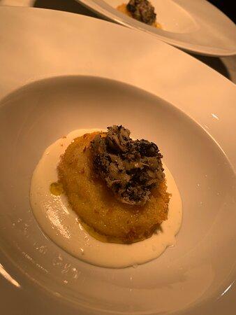 Uovo fritto al tartufo e fonduta parmigiano