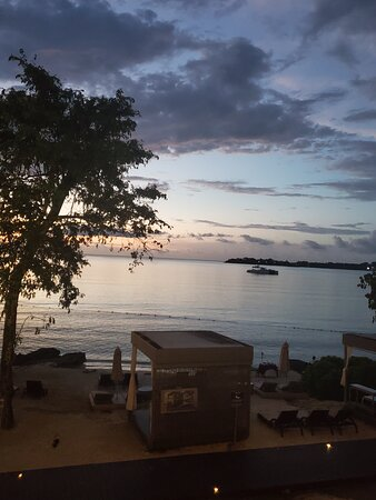 Getting ready for dinner and I was sitting on the balcony taking in the #sunset from the chairmans building. #whataview #breathtaking #greenworldwidetravel
