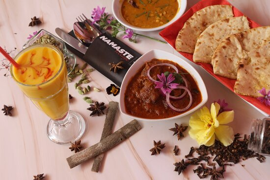 Simplicity wouldn't flash but it binds the frame really. Simple Tadka Dal & Mango Lassi are true friends & companions to our curries!