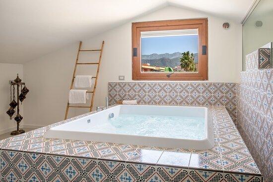 Vasca idromassaggio suite Amalfi