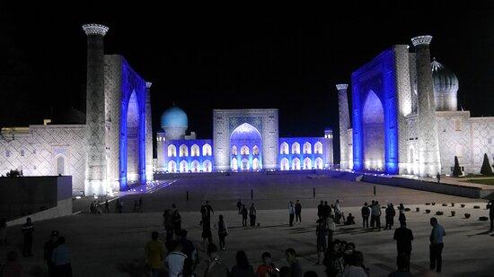Lichterschau am Registan-Platz