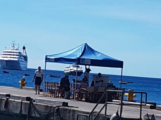 Μοντσεράτ: Guest tent set up at port Little Bay