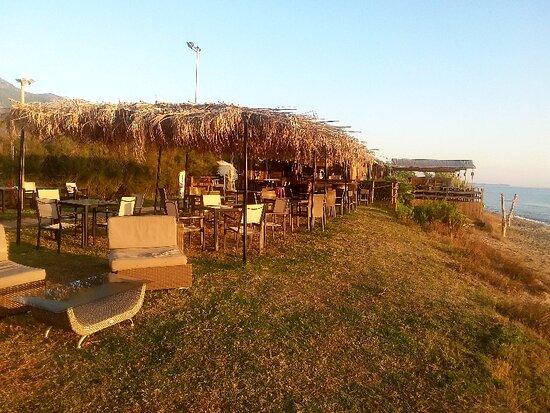 Cervione, Γαλλία: il ristorante esterno in  riva  al mare