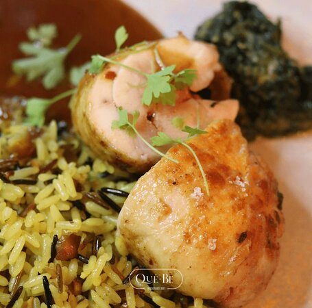 Rolos de frango c/ puré de espinafres e arroz pilaf