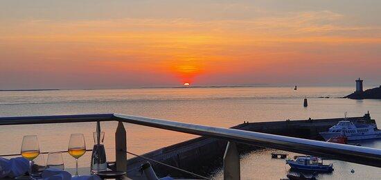 coucher de soleil vue de la terrasse du restaurant