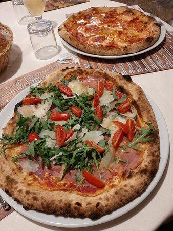 Caprese, Pizza 2020 & Pizza LaStua. So lecker wie lange nicht mehr gespeist. Just delicious!!!