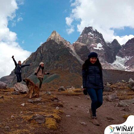 🌊𝐂𝐈𝐑𝐂𝐔𝐈𝐓𝐎 𝐂𝐎𝐌𝐏𝐋𝐄𝐓𝐎 𝐃𝐄 𝐋𝐀𝐒 𝟕 𝐋𝐀𝐆𝐔𝐍𝐀𝐒 𝐄𝐍 𝐂𝐔𝐒𝐂𝐎.🦜🇵🇪 . . . #7lagunas es tour de full trekking en los caminos te encontraras con diferentes lagunas mágicas y tendrás una vista de la montaña y su nevada.🗻🌎