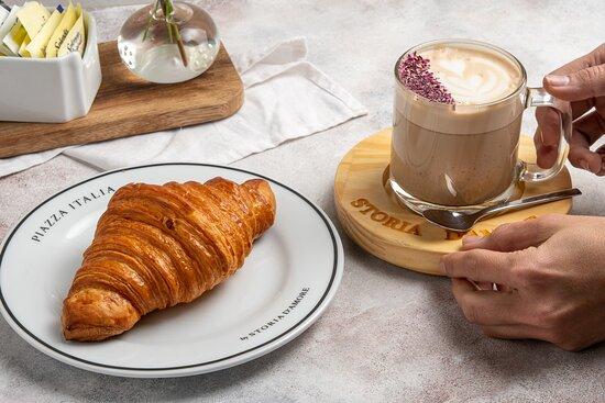 Croissant y latte