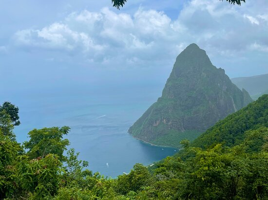Wow Tours St. Lucia (COVID-19 Certified): Pitons!