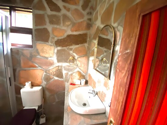 Deluxe bathroom with a bathtub