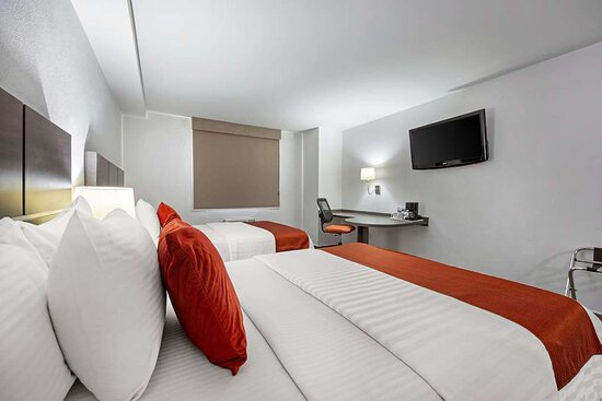 Guest room with double bed(s)
