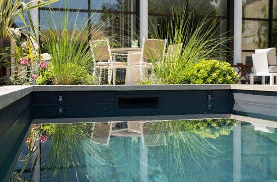 Proximité piscine et terrasse