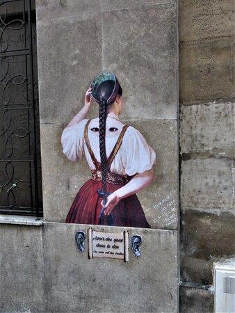 Collage de la street artiste Rebecca, réalisé en juin 2021 au 16 rue Hautefeuille dans le 5ème arrondissement