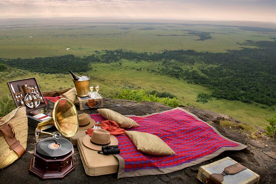 Out of Africa picnic overlooking the Mara