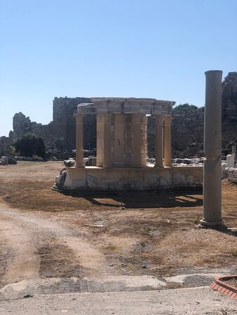 Side, Turkey: Храм Тюхе