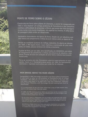 Informação junto à ponte.