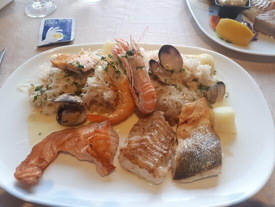 Sauerkraut mit Meeresfrüchten u. Fisch