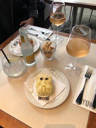 Wine and vanilla monster cake