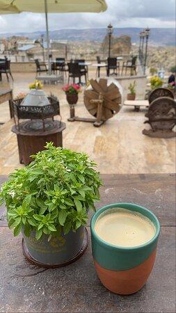 Antik ve modern mimarinin harmanlanmasıyla oluşturulmuş terasımızda Caffe Americano harika gider! ;)