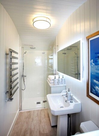 Shepherd Hut Bathroom