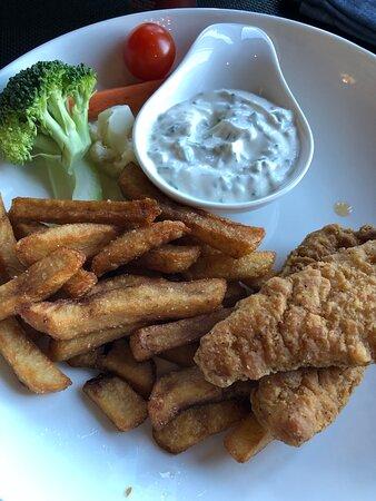 Plat pour enfant poulet et frites au Bistro Le Sam