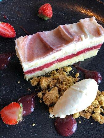 Gâteau à la fraise au Bistro Le Sam