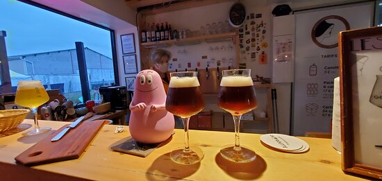 Les bieres sont servies - beers are served