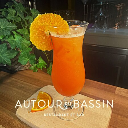"""Vous vous sentez d'humeur """"caliente"""" 😏, notre cocktail création est fait pour vous. Venez découvrir le """"Sex on the bassin"""" : Rhum Havana, Vodka R. Standard, Jus d'ananas, Jus d'orange, Sirop de grenadine"""