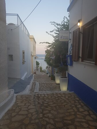 Léros, اليونان: A corner of Skilia (above Pandeli) 