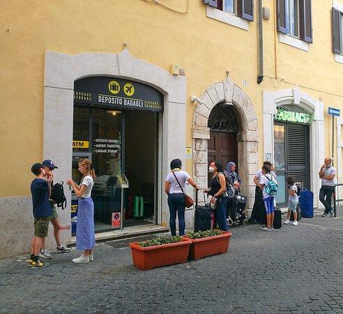 Rome Left Luggage - Storage & Transfers