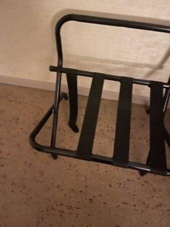Broken luggage rack
