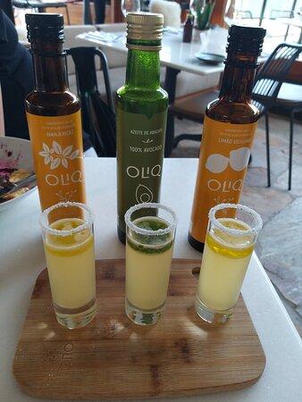 Oliq Cocktail (três shots com cachaça, suco de limão, limoncello, sal, azeites OLIQ)  Não deixe de experimentar!!!