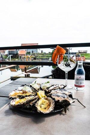 Zeeuwse oesters geserveerd met een Zeeuwse gin-tonic!
