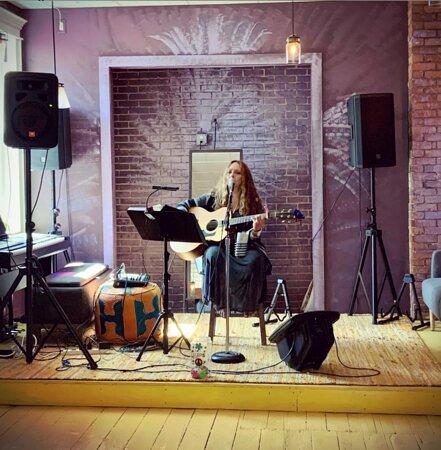 Live music: Toni Ann Ennes
