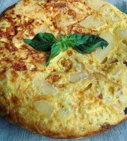 Spanish tortilla: egg, potato, onion