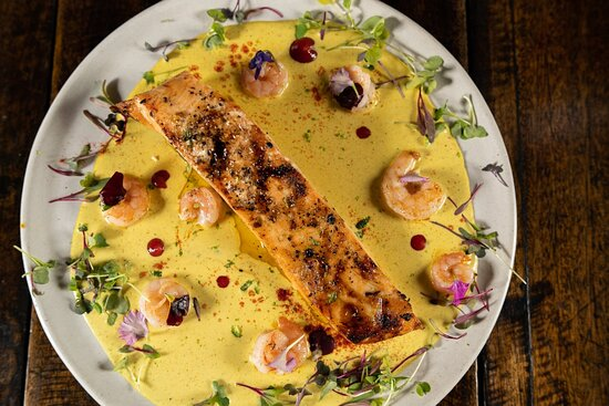 Salmón con coco y curry