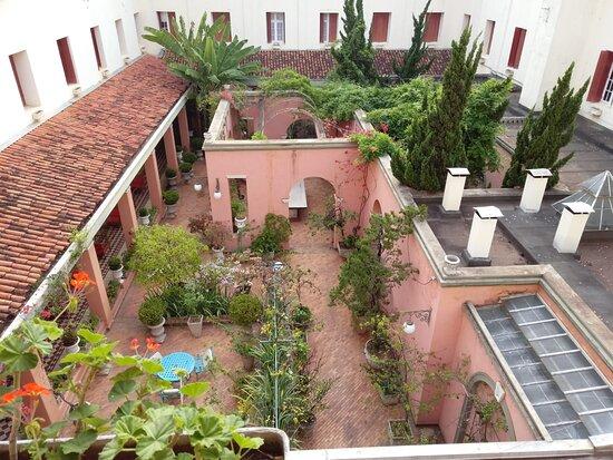 Jardim Toscano. Vista dos quartos internos.