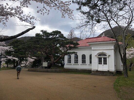 函館公園には新旧の博物館が点在していました