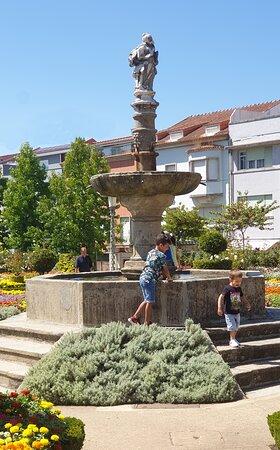 Jardin de Santa Barbara, fontän med staty av Santa Barbara