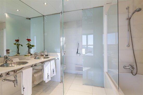 DonCandido Suite bath