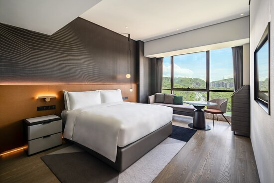 在38平方米的舒适现代居住空间里尽享山间美景。宾客入住当日可免费乐享迷你吧提供的无酒精饮品。