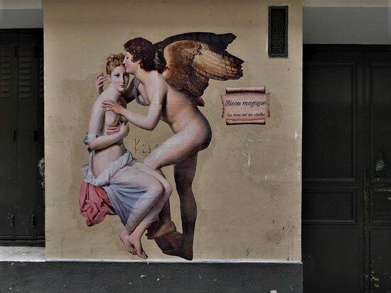 Collage de la street artiste Rebecca, réalisé en août 2021 au 9 rue des anglais dans le 5ème arrondissement