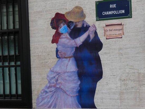 Collage de la street artiste Rebecca, réalisé en août 2021 au 2 rue Champollion dans le 5ème arrondissement