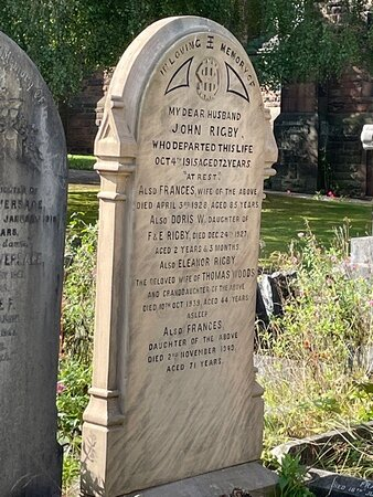 Private 3-Hour Guided Beatles Classic Tour of Liverpool: Eleonor Rigby  grave
