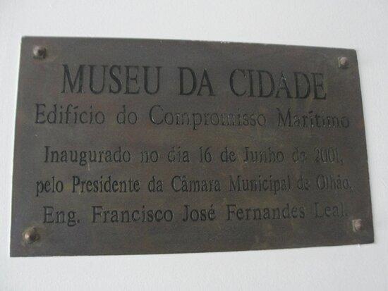 Placa de inauguração.