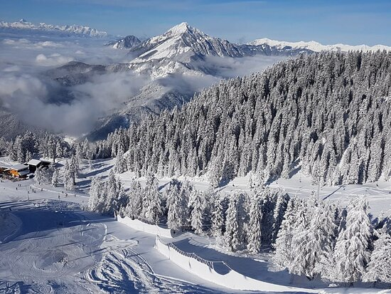Private transfers to various ski destinations in Slovenia and neighboring countries.